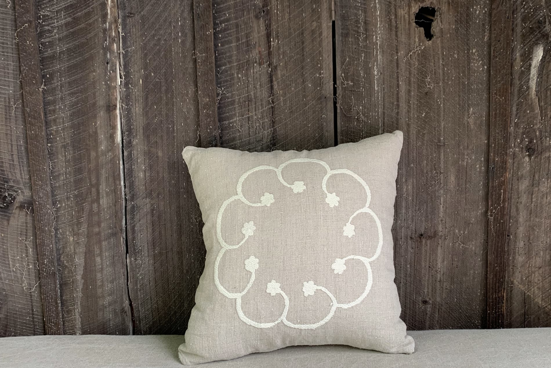 coussin style campagne chic brodé