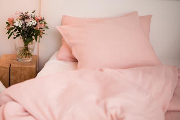 linge-de-lit-en-lin-rose