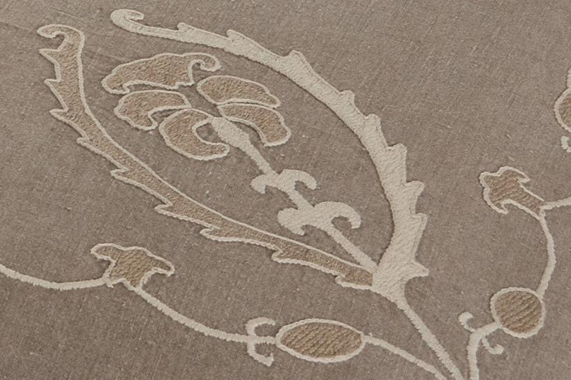 Plaid en lin brodé à la main détail