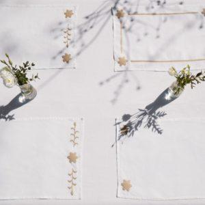 sets de table en lin blanc brodés