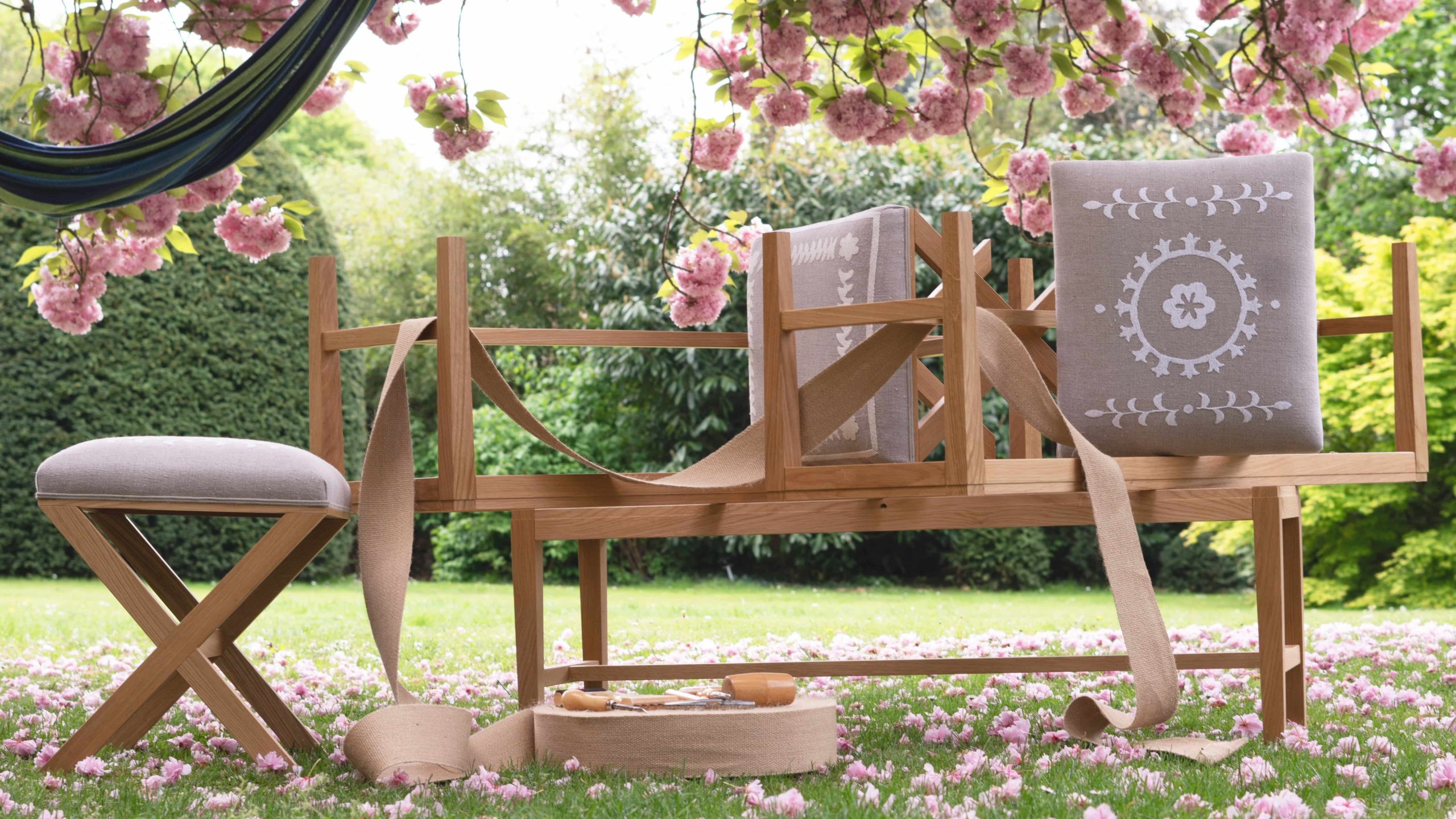 C & the flowers: linge de lit en lin, plaids et coussins en lin brodés